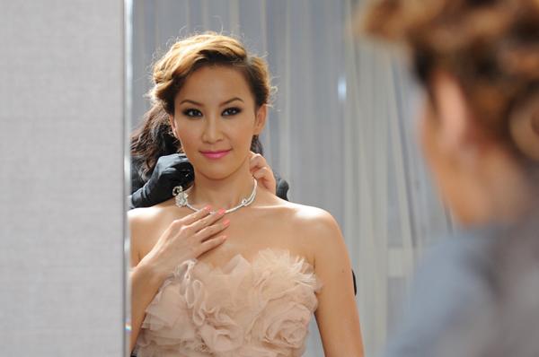 Piaget(伯爵)鼎力支持香港电影金像奖颁奖典礼李玟于伯爵贵宾室试戴珠宝