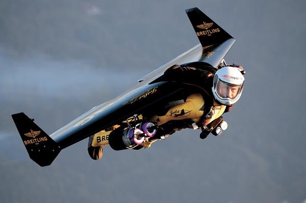 """百年灵喷射人""""Jetman""""Yves Rossy"""
