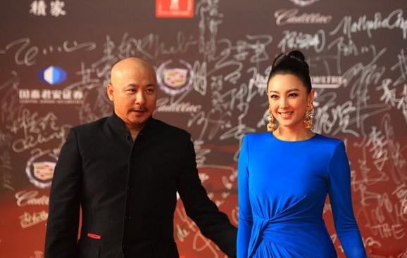 王全安、张雨绮夫妇在红毯