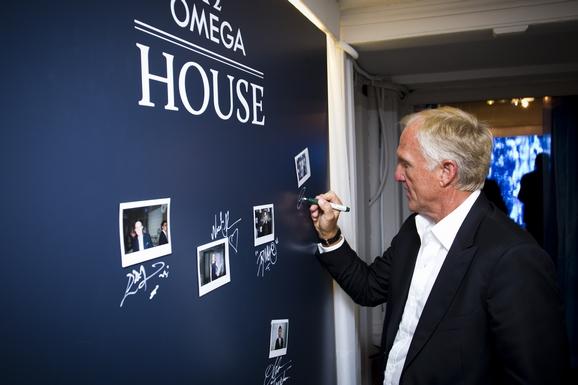 格雷格•诺曼在欧米茄专属会所明星墙上签名