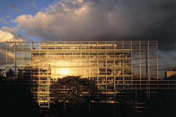 Catier卡地亚当代艺术基金会举办岳敏君欧洲首次个展
