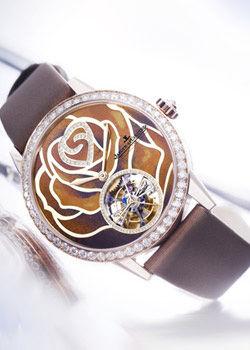 赵薇:花朵元素腕表搭配减龄
