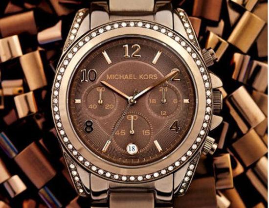 迈克-科尔斯黑色酷炫烤瓷腕表,售价495美元。