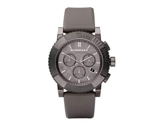 巴宝莉男士橡胶手带运动计时腕表,售价575美元。