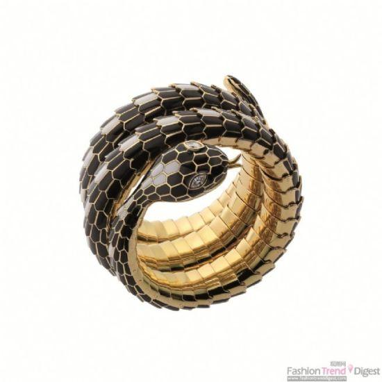 黑色、白色珐琅黄金镶钻蛇形手链腕表,创作时间约为1970年