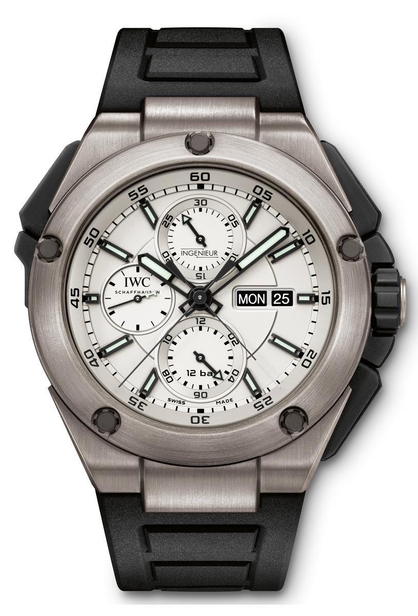 万国工程师追针计时钛金属腕表和双时区钛金属腕表