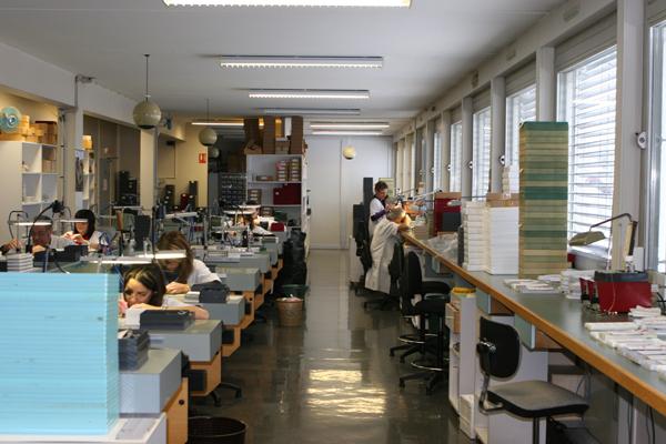 法国Herbelin赫柏林手表工厂劳动场景