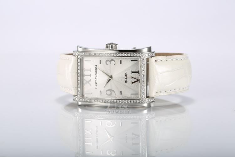 奢华手表配绝美婚纱:现代简约风格