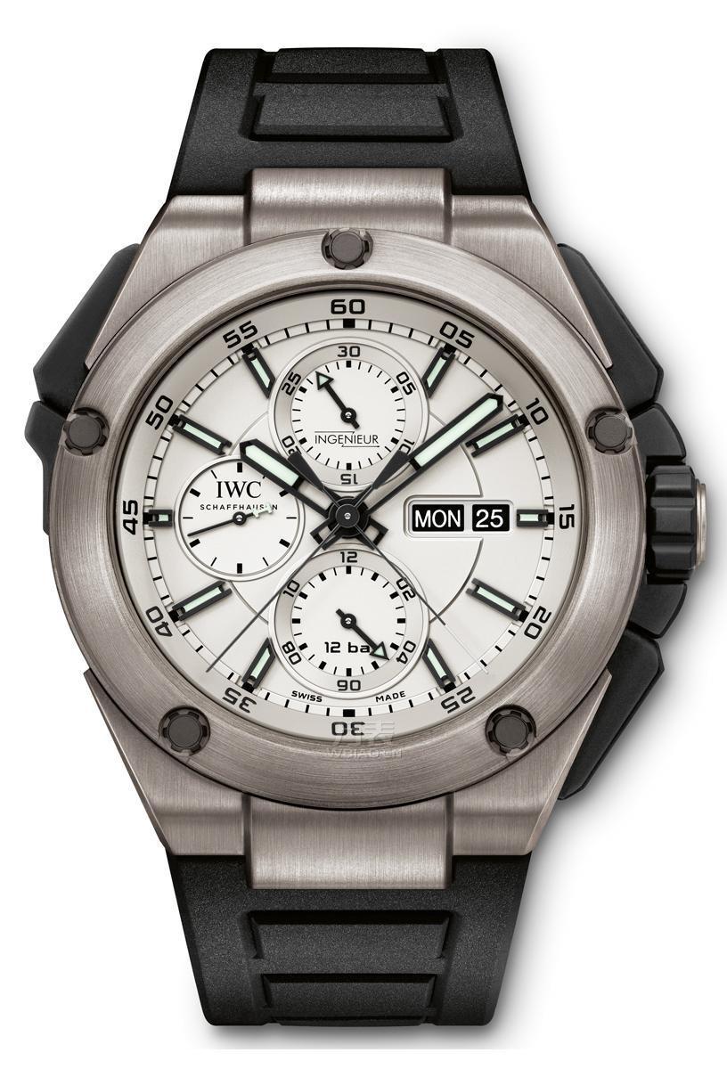 万国工程师追针计时钛金素腕表