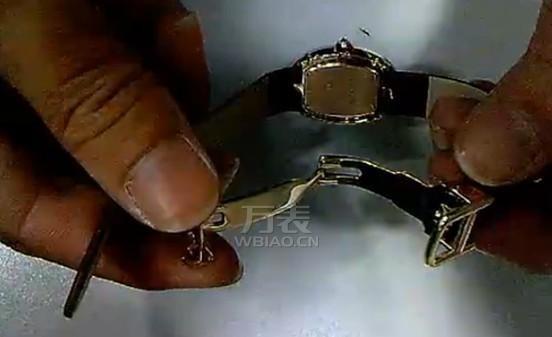 卡地亚表带怎样扣图解 教你轻松扣好卡地亚手表表带