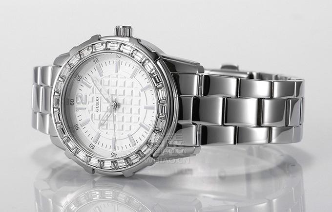 万表网时尚品牌Guess向智能手表看齐 玩起技加尚