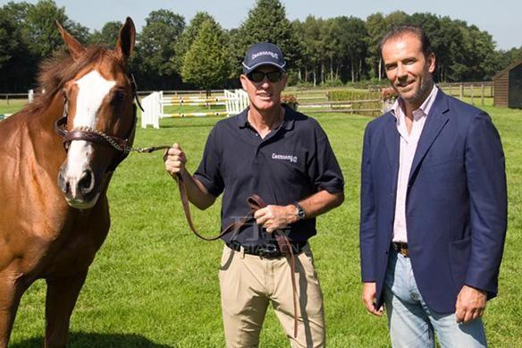 万表网|依百克(Eberhard)与国际马联(FEI)场地障碍世界杯总冠军 Rich Fellers携手合作