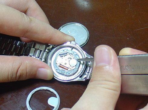 fossil手表怎么换电池?fossil手表怎么保养维护?