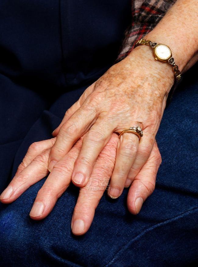 送长辈手表的含义——亲情尽在分秒间