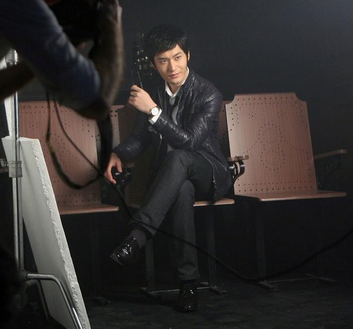 黄晓明代言的天梭 腕间中展现着男人的绅士魅力