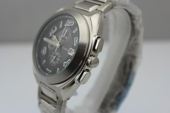 fossil手表如何上发条?fossil手表多久上一次发条?
