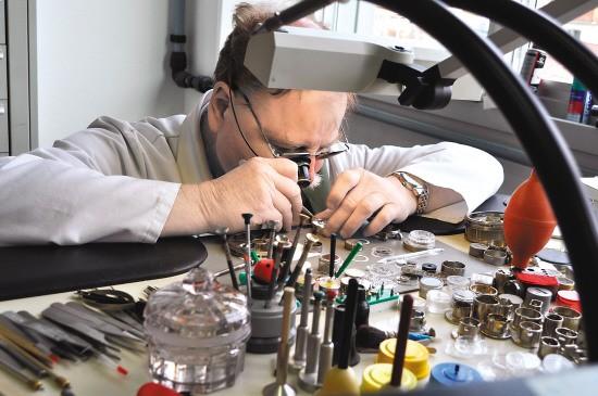 浪琴自动机械表保养价格是多少?如何保养浪琴手表?