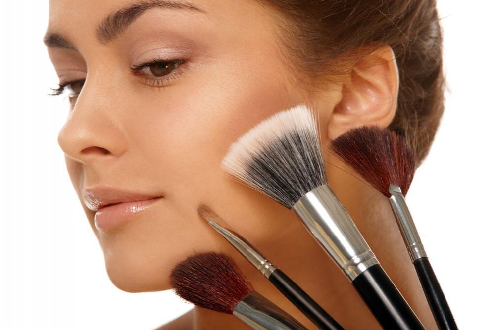 阿玛尼化妆刷怎么样?成就无数迷人女神,散发魅力风采