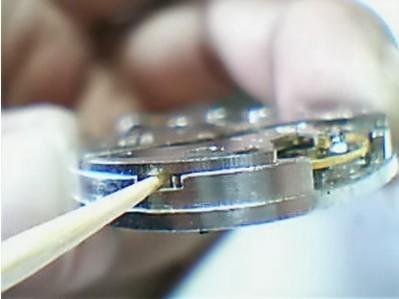 天梭表后盖怎么打开?掌握打开后盖的方法和工具是关键