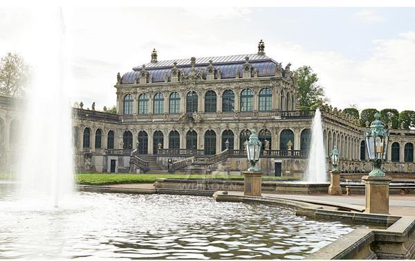 """德累斯顿茨温格宫数学物理沙龙自2015年2月18日起举办""""完美无暇——萨克森精密制表中心之路""""特别展览。"""