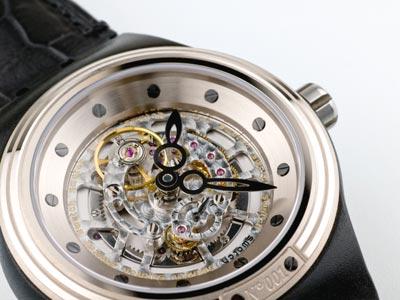 斯沃琪透明手表怎么样?展现在手腕上的时装