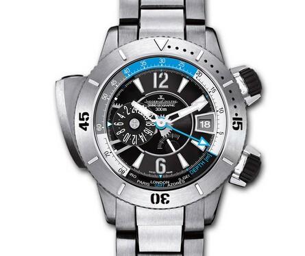 一款潜水腕表 是夏日入水必要装备