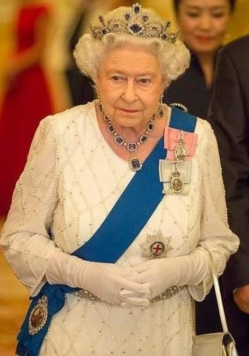 现代蓝宝石王冠