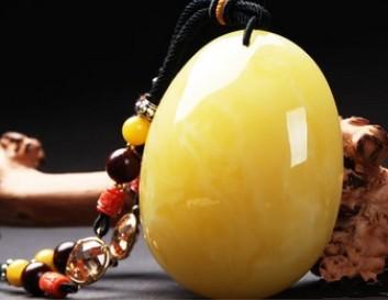 琥珀——具备安神散瘀的功效 时尚且很适合女性佩戴