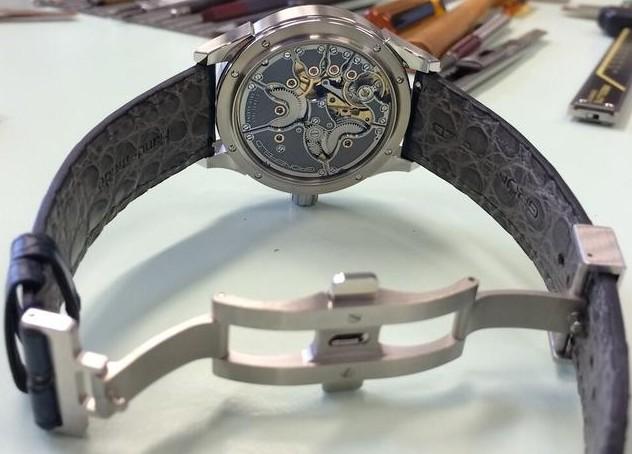 买手表选择皮表带还是钢表带?会挑选皮带手表吗?