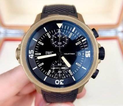 万国二手表如何维修保养?万国二手表好不好?