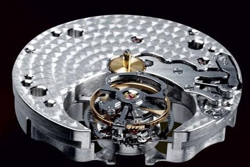 除了珠宝,卡地亚在腕表的设计也是十分出色
