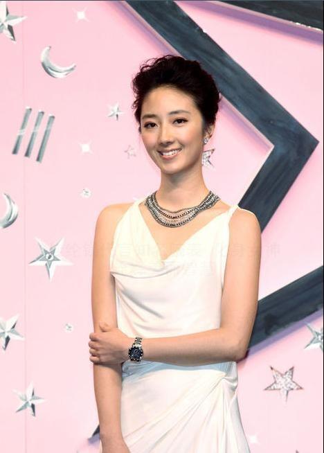 时尚劳模:桂纶镁代言知名腕表