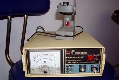 如何用电子校表仪检测手表?