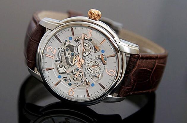 买手表,选择自动机械表还是石英表好?