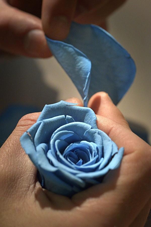揭秘卡地亚鹦鹉花卉细工镶嵌腕表制作