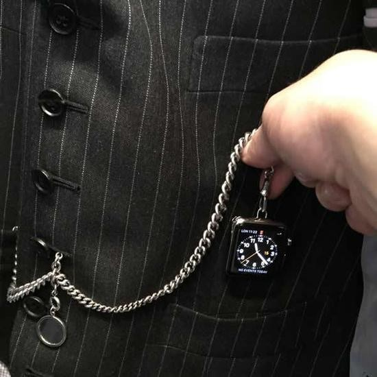 tom-ford-apple-pocket_watch_1