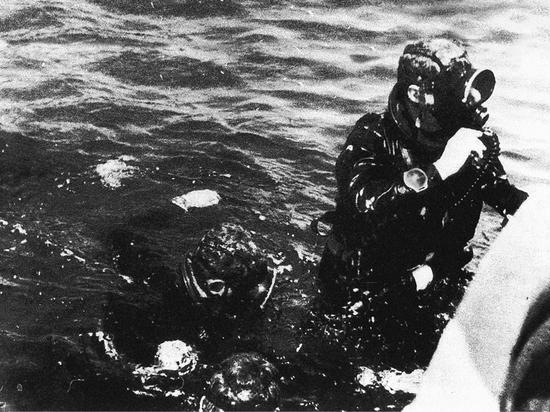 二战时期,意大利海军佩戴沛纳海 Radiomir 腕表潜入深海
