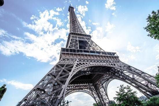 埃菲尔铁塔:致敬杰出贡献科学家