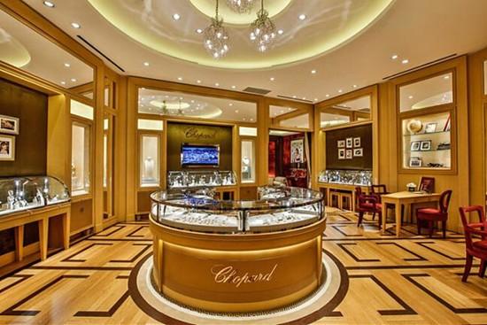 萧邦新店开幕特别推出Happy Diamonds系列腕表