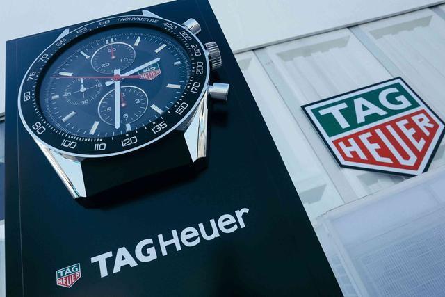 与赛车手李易峰共同见证泰格豪雅的速度与激情