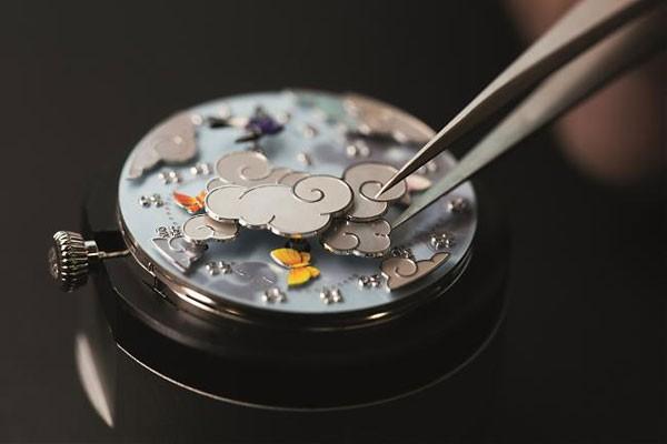 梵克雅宝全新蝴蝶诗意复杂功能系列腕表