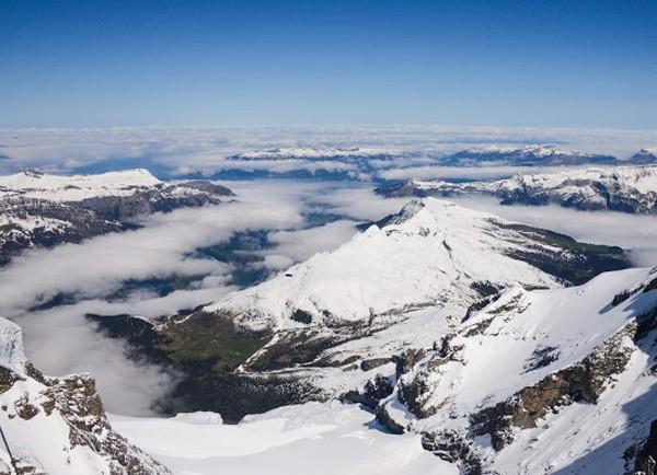 雪季来临,跟随斯沃琪一路向北寻找冬日避世圣地
