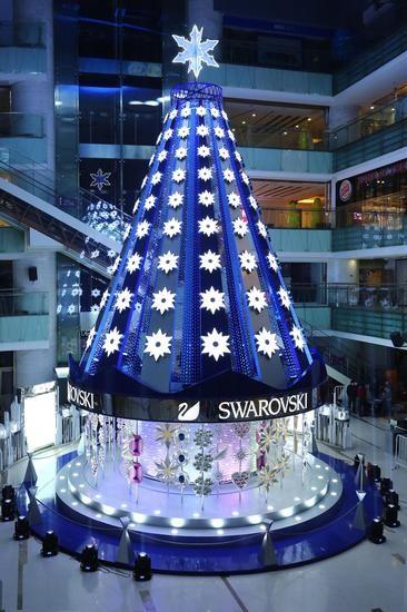 """2015施华洛世奇""""璀璨圣诞树""""亮灯仪式带到了北京西单大悦城"""