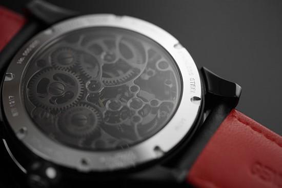 万希泉推出全新陀飞轮系列腕表 黑白红经典星战的元素
