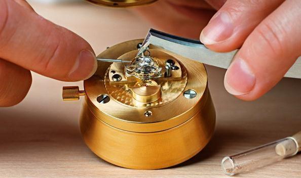 关于手表的保养:劳力士保养一次多少钱?
