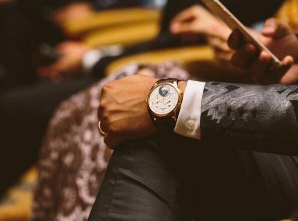 手表的正确佩戴位置