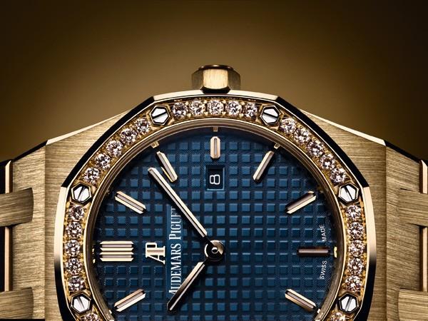 爱彼全新皇家橡树黄金腕表风格搭配