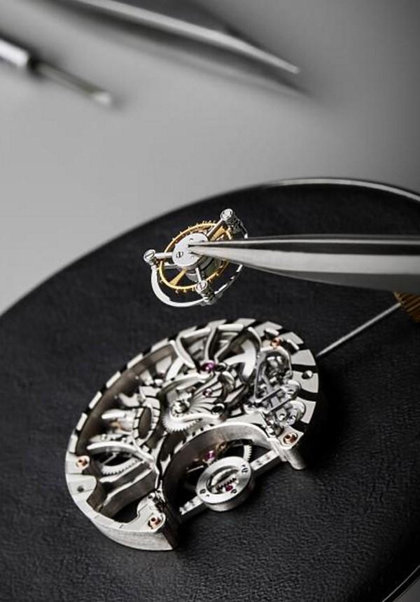 宝格丽 Serpenti Incantati 镂空陀飞轮珠宝腕表