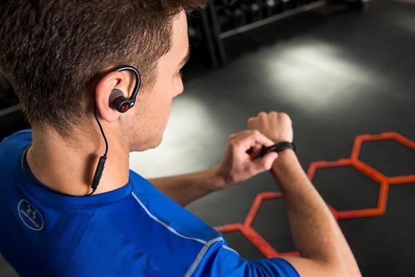 JBL与Under Armour携手推出两款革命性运动耳机